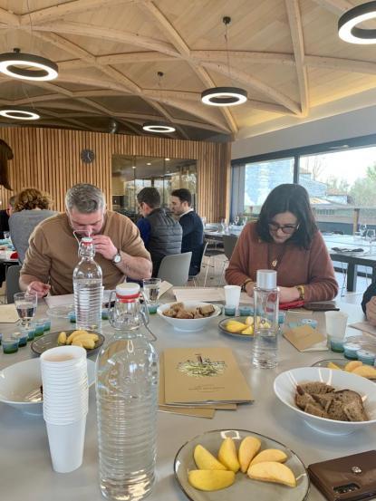 Les experts du vin se penchent sur l'huile d'olive
